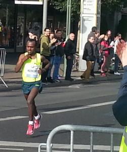 Den Sieg machen die internationalen Läufer meist unter sich aus.