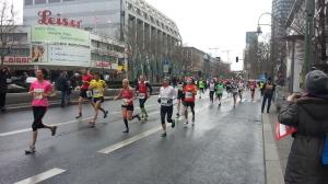 Der Berliner Halbmarathon 2015 mit ungünstigen Wetterbedingungen.
