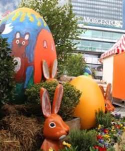 12 Rieseneier erinnern an Ostern.
