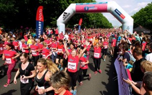 Impressionen vom Start des AVON Frauenlaufs Berlin 2016 Foto: SSC Events Camera 4