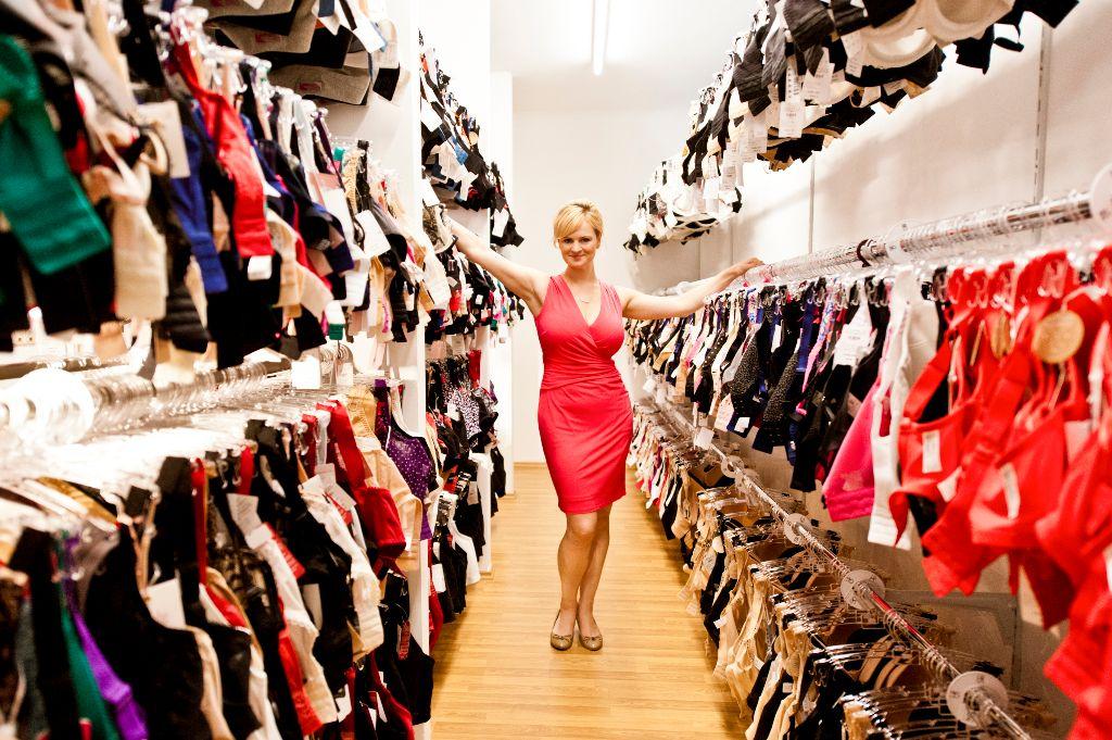 Inhaberin Jenny Trettin in ihrem Geschäft.