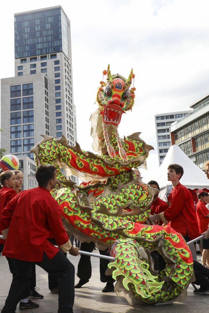 Im Europa-Center wird das Chinesische Neujahrsfest gefeiert.