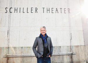 Theaterintendant Martin Woelffer vor dem Schiller Theater