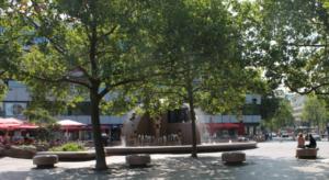 Der Weltkugelbrunnen - oder Wasserklops - auf dem Breitscheidplatz.