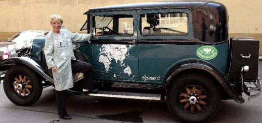 Mit ihrem Auto Hudo bereiste Heidi Hetzer die Welt.