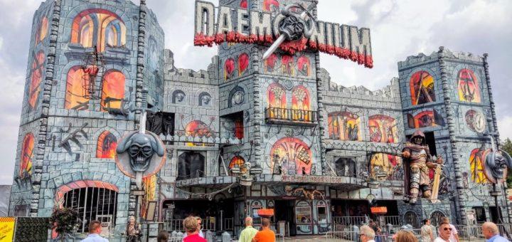 """Beliebt ist die größte reisende Geisterbahn """"Daemonium"""""""